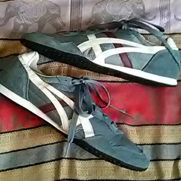 Onitsuka Tiger Stripes Sneakers
